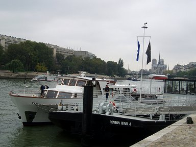 静かなセーヌの船着き場REVdownsize