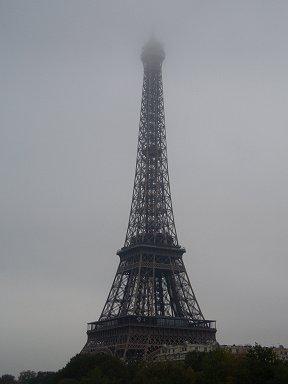 霧にかすむエッフェル塔REVdownsize