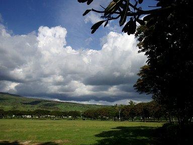 なだらかな丘に雲が沸くdownsize