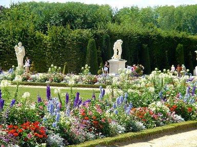 花に囲まれた彫像たちREVdownsize