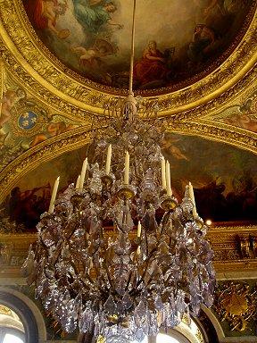 華麗な天井画にシャンデリアが似合うREVdownsize