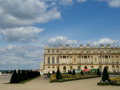 庭園から宮殿を望むREVdownsize