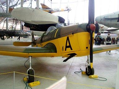黄色の衣装がかわいいマイルズ社製マジスター練習機(Miles Magister )downsize