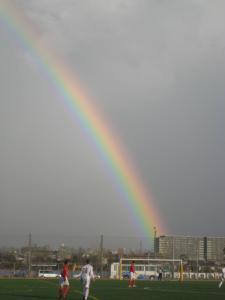 虹の向こうは曇り空