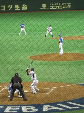 青木vs林昌勇の東京ヤクルト対決。ちなみに2塁走者はイチロー。