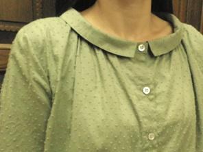 梅田緑ブラウス2