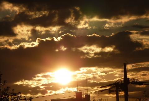 20110924Rising sun ズーム480