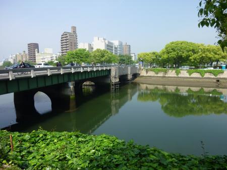 平和大橋。