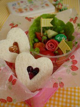 バレンタイン*ハート型でサンドイッチのお弁当