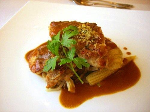 肉料理 ・ 地鶏の香草マスタードパン粉焼き
