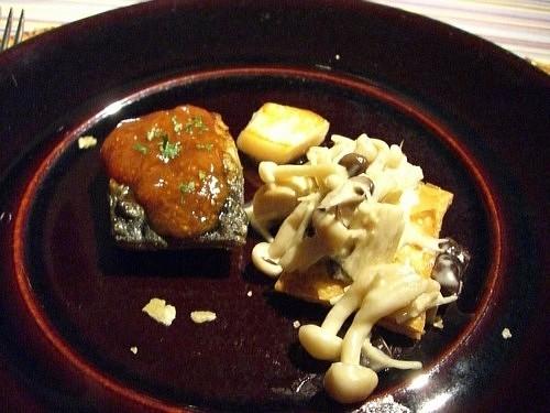秋サバのソテー・平らぎ貝・キノコ類のクリーム煮のパイ添え
