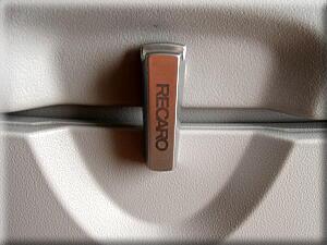 P504シートはレカロ