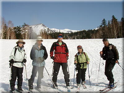 P505三段山スキー場をバックに