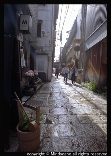 昼間の法善寺横町