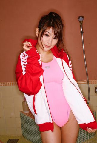 megu_fujiura_dgc1047.jpg