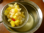 フルーツとシロップを分ける