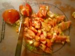 トマト刻む