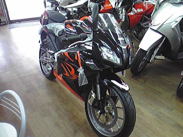 ST330883.JPG