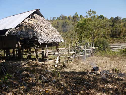 カレン族の村2
