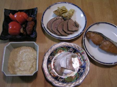 1月3日の夕食の1例(とろろ付き)です