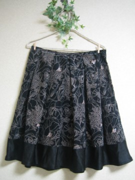 ブラックきちんとスカート