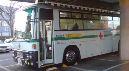 献血バス(越谷市役所前)