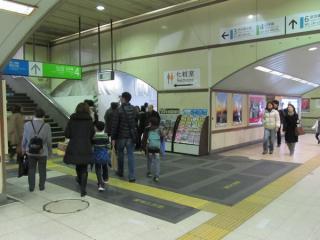 銀座口・日比谷口コンコース内では引き続き店舗の撤去工事が進行中。