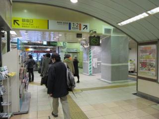東海道線の高架橋は耐震補強が始まった。