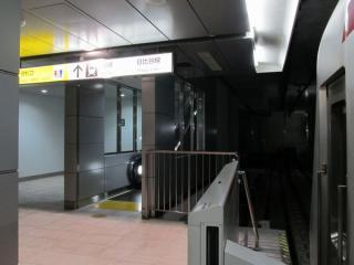 秋葉原駅のホーム終端に新設された上りエスカレータ。