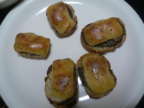 レバパテと鳥ハムのガーリックトースト