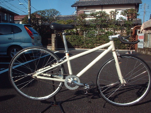 無印良品も自転車作っているんですね~、知らなかった。 奥様が乗っていた、無印自転車 をまずは固定にしてみたいといって、わざわざ千葉から持ってこられた、Hさん。