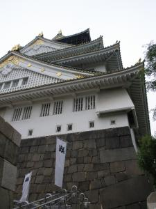 大阪城下から