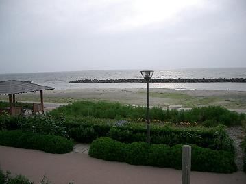 09.7月瀬波温泉穏やかな日本海
