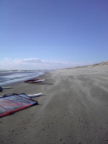 砂飛んでる