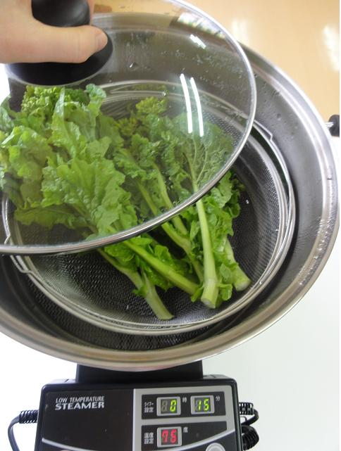 菜の花鍋投入