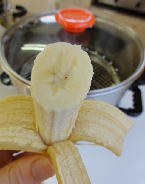 バナナ蒸し後むき