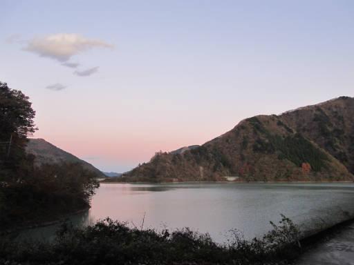 20111126・空18・奥多摩湖