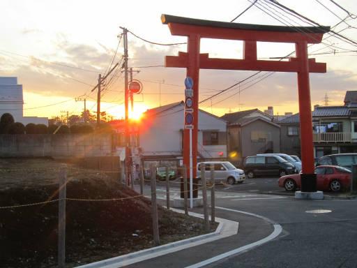 20111218・中野めぐり空20・鳥居夕陽2