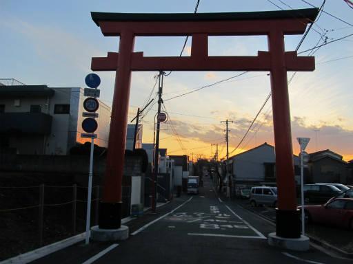 20111218・中野めぐり空21・鳥居夕陽3