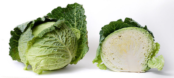 800px-Cabbage_and_cross_section_on_white.jpg