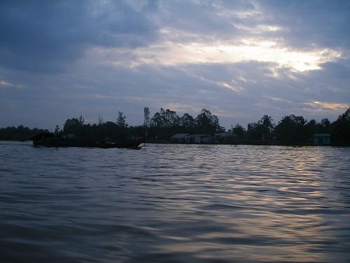 07121102早朝、船が行く風景