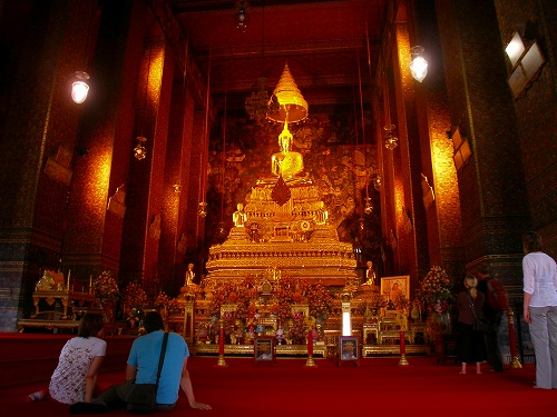07121409黄金に輝く仏像