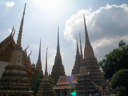 07121408鋭くそそり立つ仏塔