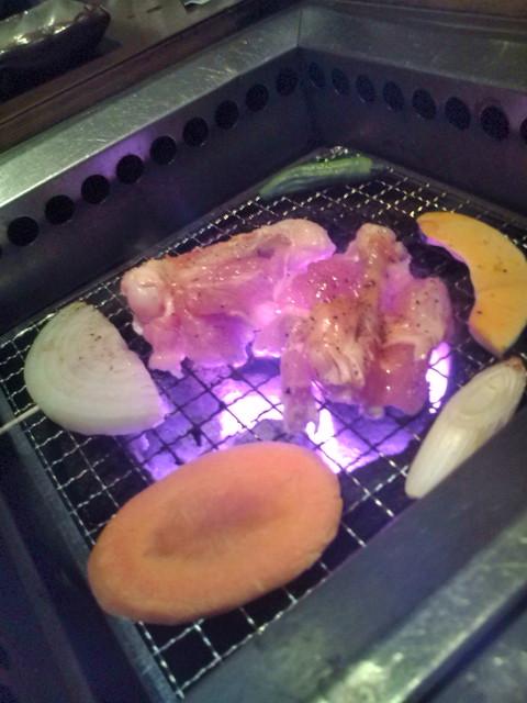 手羽肉を焼いています。
