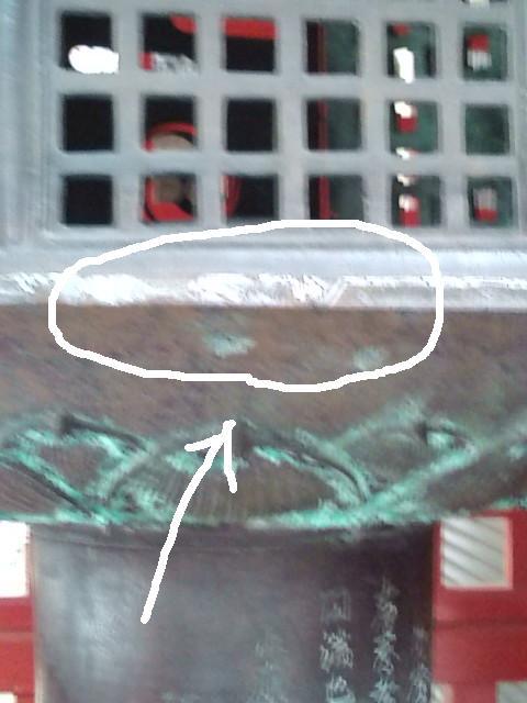化燈籠の刀の傷