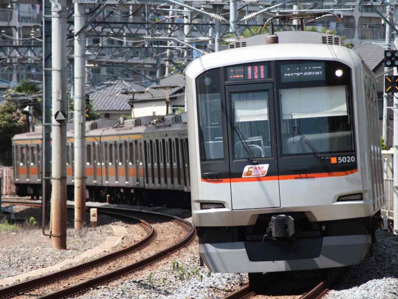 東武塗色の5120F