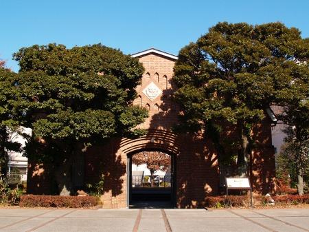 旧豊多摩監獄表門