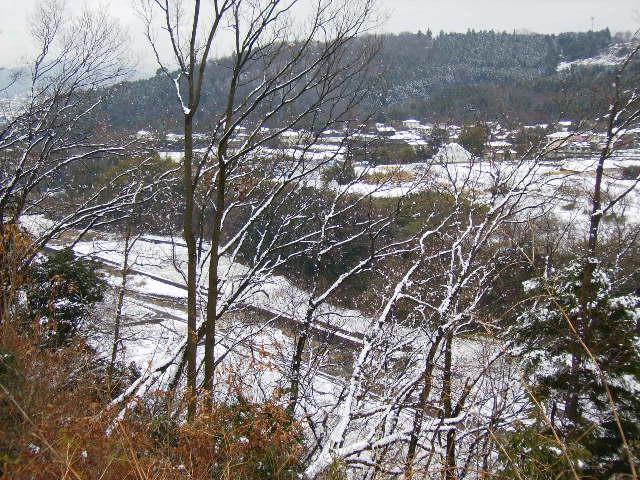 雪の四十八瀬川を望む115