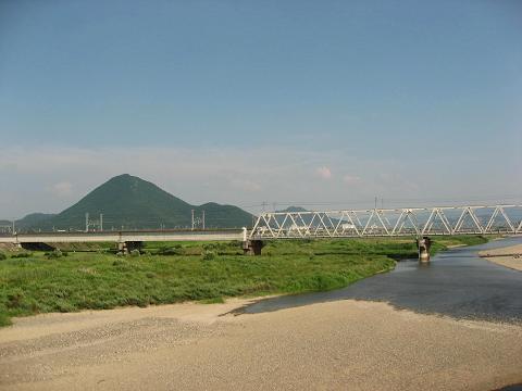 野洲川と三上山