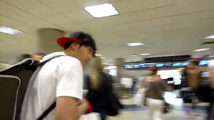 [FANCAM] 2PM   Wonder Girls arriving in LA.flv_000093793